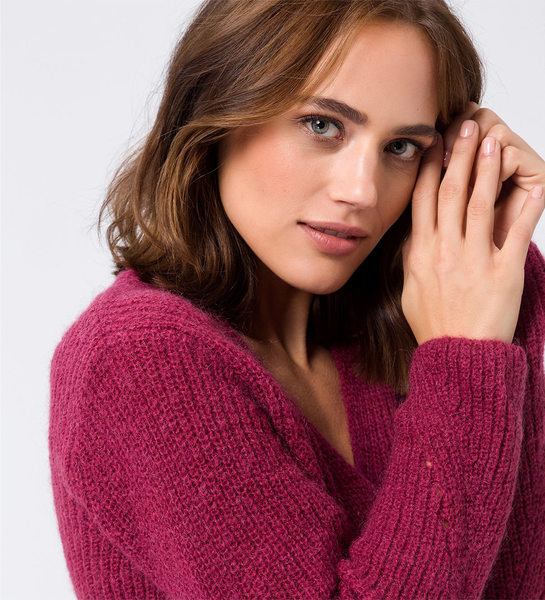Pullover mit weitem V-Ausschnitt in dark magenta