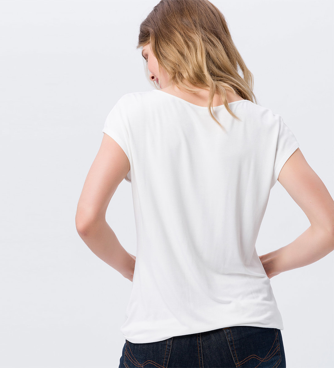 Shirt mit Keyhole-Design in offwhite