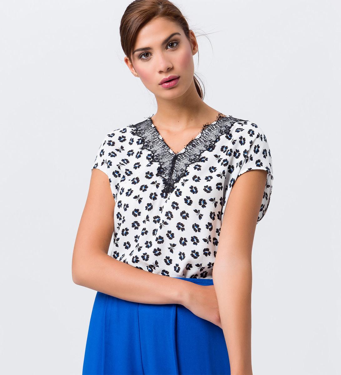 Bluse mit Print und Spitze in offwhite