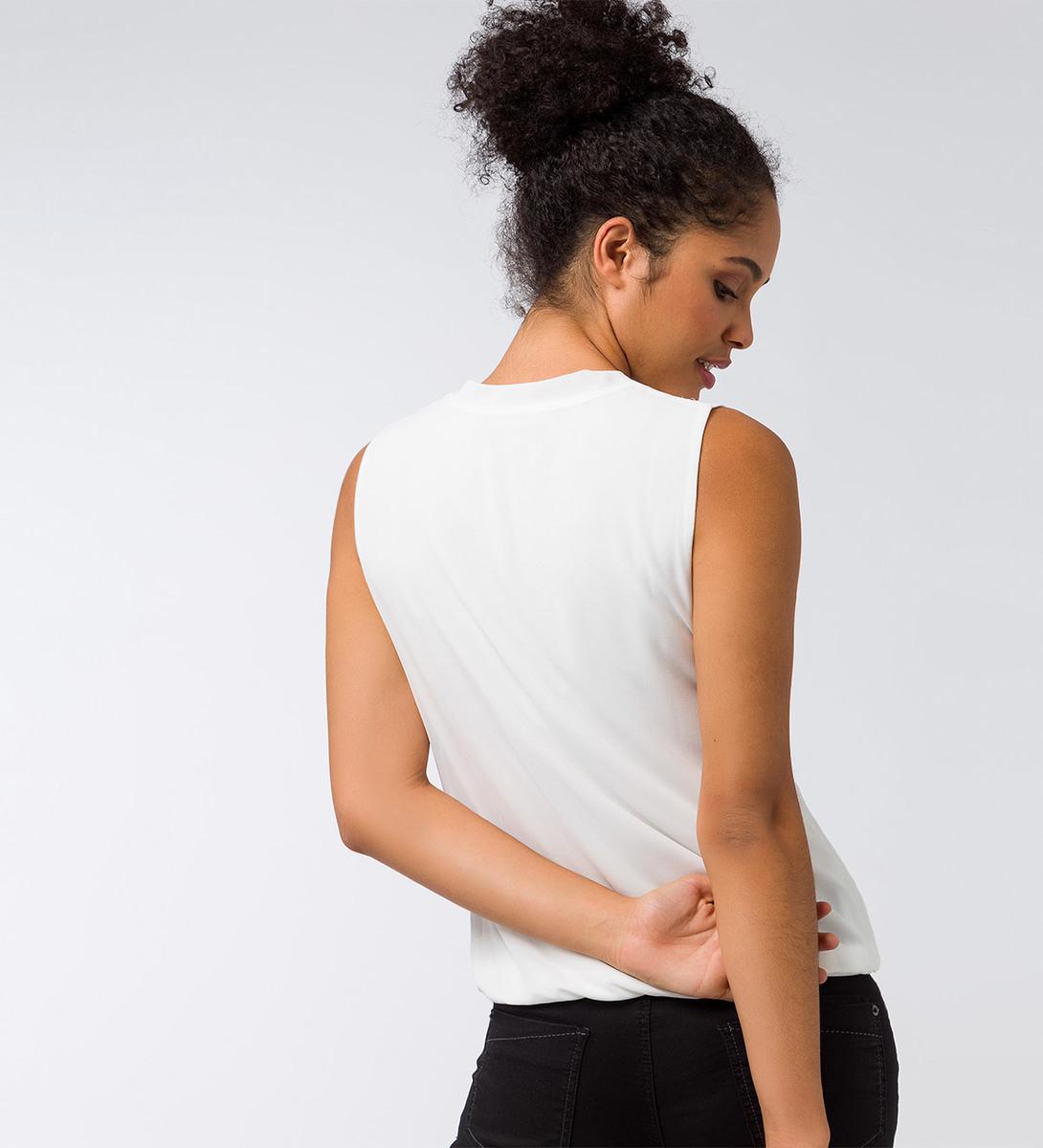 Bluse mit V-Ausschnitt in offwhite