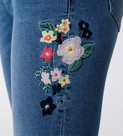 Jeans mit Blumenstickerei 30 Inch in light blue emb