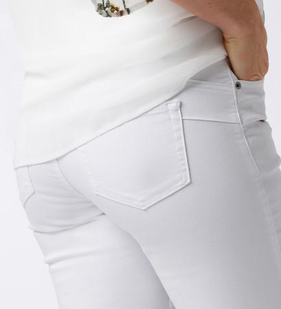 Jeans mit Push-Up-Effekt in white