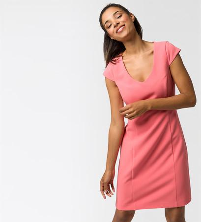 Kleid mit Flügelärmeln in soft melon