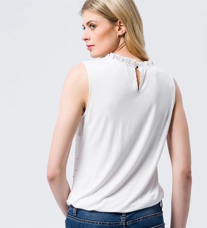 Bluse mit Raffung am Ausschnitt in offwhite