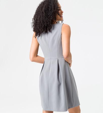 Kleid mit Kellerfalten in silver grey-m
