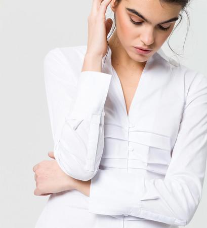 Bluse mit tiefem Ausschnitt in white