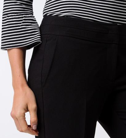 Hose im klassischen Look in black