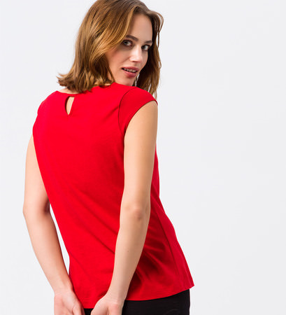 Top mit Keyhole-Design in red