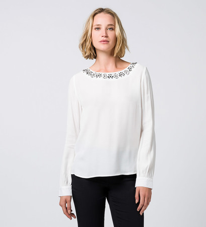Bluse mit Applikation in offwhite