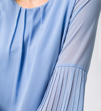 Top im transparenten Design in azur blue