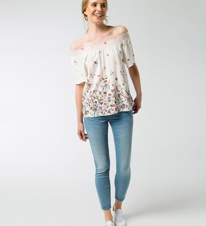 Bluse mit floralem Muster in offwhite