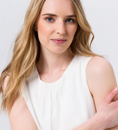 Bluse mit Raffung am Ausschnitt in soft white