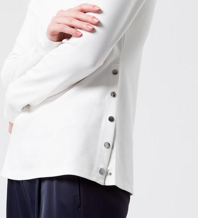 Shirt mit Druckknöpfen an der Seite in offwhite