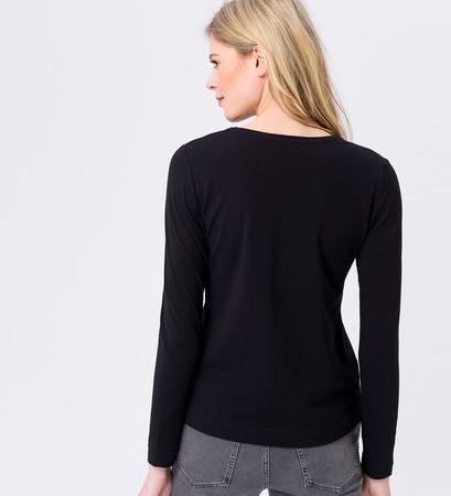 Shirt mit V-Ausschnitt in black