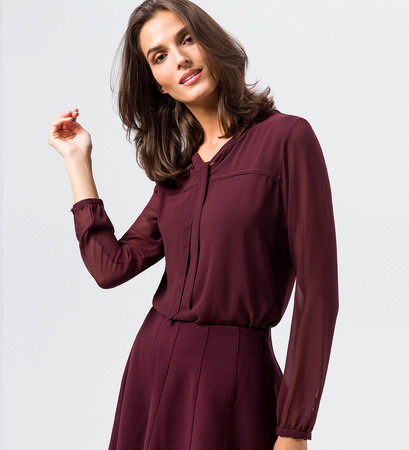 Bluse mit Bindeband in grape red