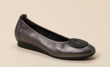 Damenschuhe Ballerina von Clarks günstig online kaufen.