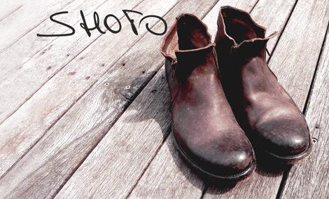2a75b8b48571 Alle Schuhe werden von Hand gearbeitet - das Besondere, kein Schuh gleicht  dem anderen weil alle Schuhe mit individuellen Details versehen werden.